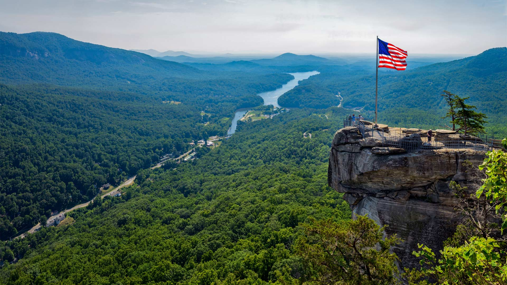 Chimney Rock State Park in North Carolina (© Seb Coursol/Getty Images)(Bing United States)