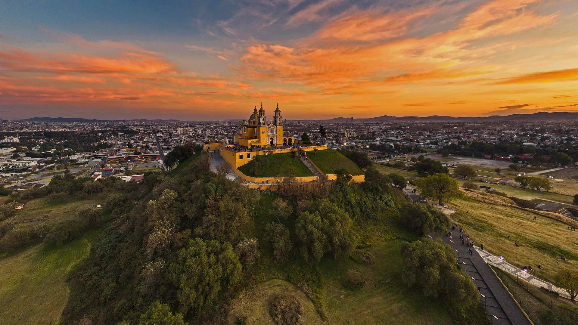 La Grande Pyramide de Cholula, Cholula, Puebla, Mexique (© mauritius images GmbH/Alamy)(Bing France)