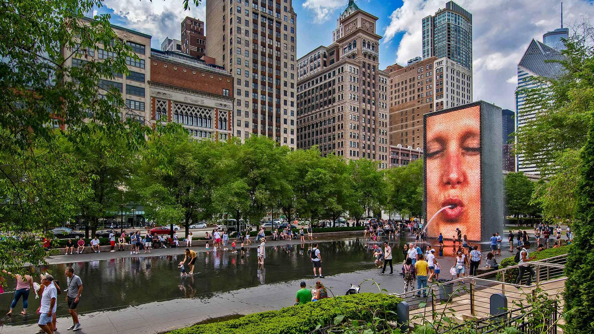 'Crown Fountain' Illinois, Chicago, USA (© imageBROKER / Alamy)