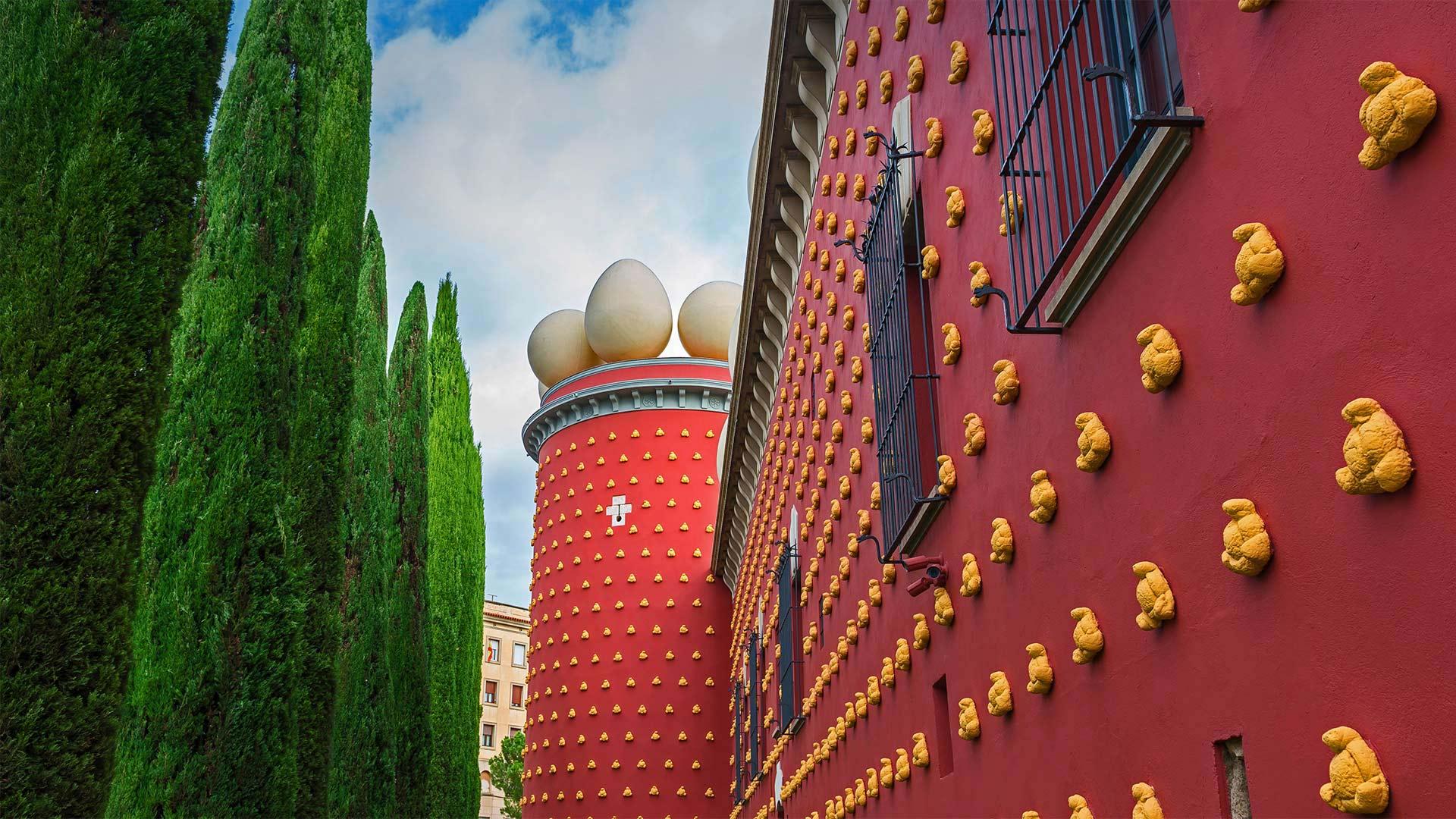 「ダリ劇場美術館」スペイン, フィゲラス (© MISCELLANEOUSTOCK/Alamy Stock Photo)