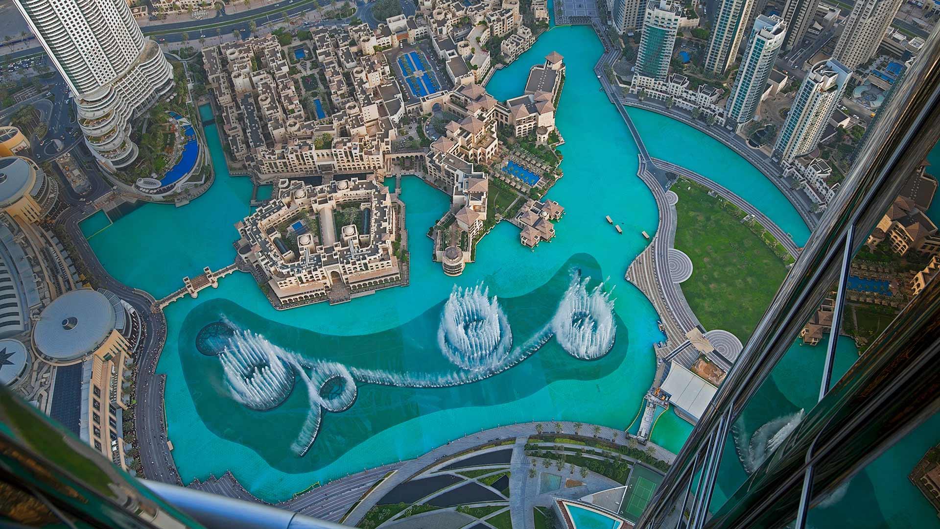 The Dubai Fountain in Burj Lake, taken from the Burj Khalifa in Dubai, United Arab Emirates (© Eli Asenova/Getty Images)(Bing United States)