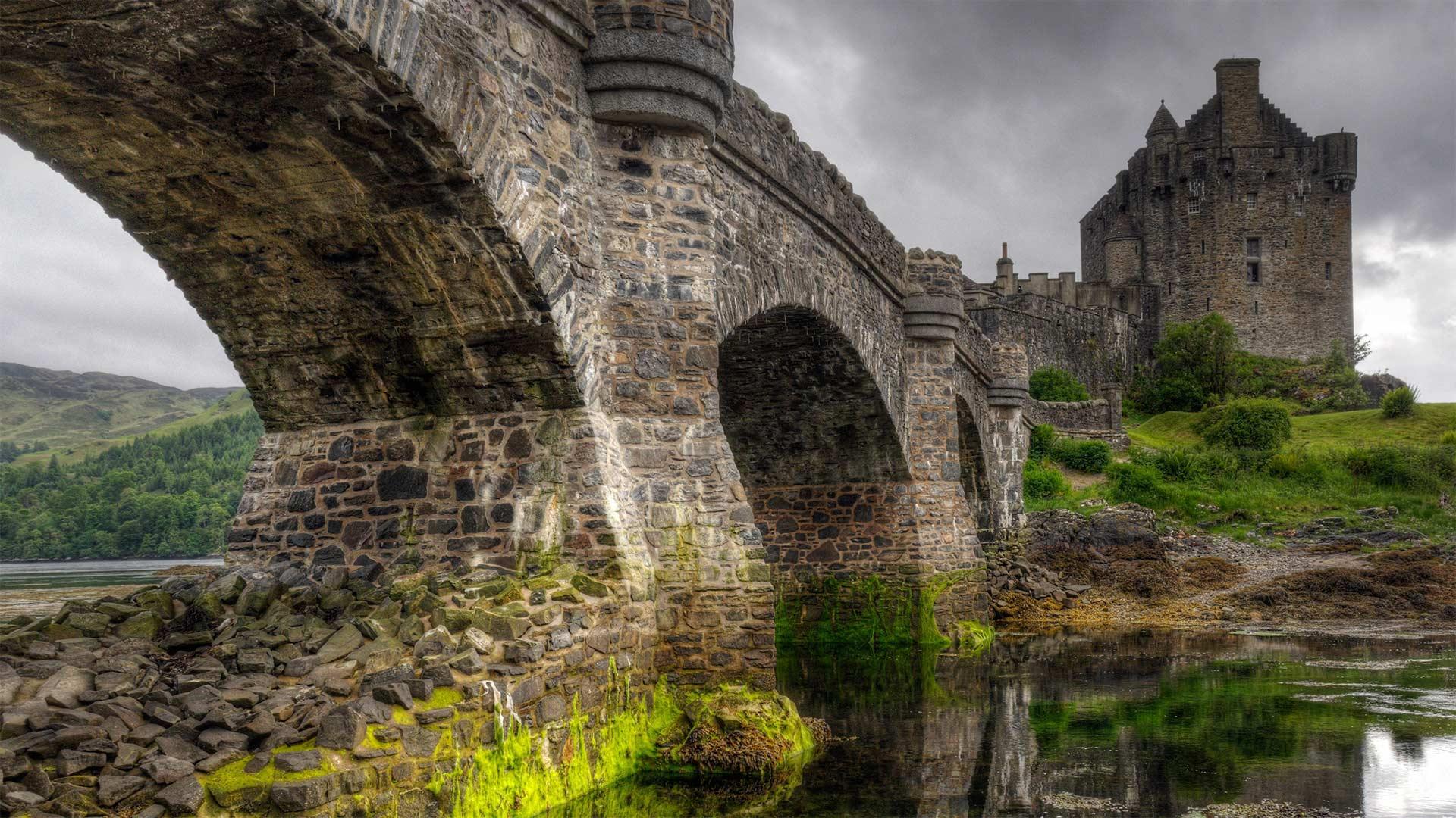 「アイリーン・ドナン城」イギリス, スコットランド (© CBW/Alamy)