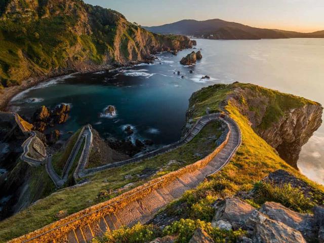 Path to San Juan de Gaztelugatxe, Basque Country, Spain, for the 'Game of Thrones' premiere (© Anton Petrus/Moment/Getty Images)