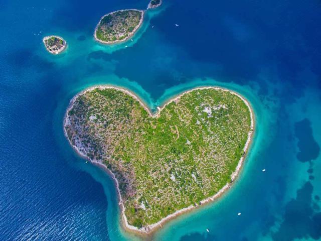 Aerial view of Galešnjak Island on the Adriatic coast of Croatia (© biggunsband/Shutterstock)