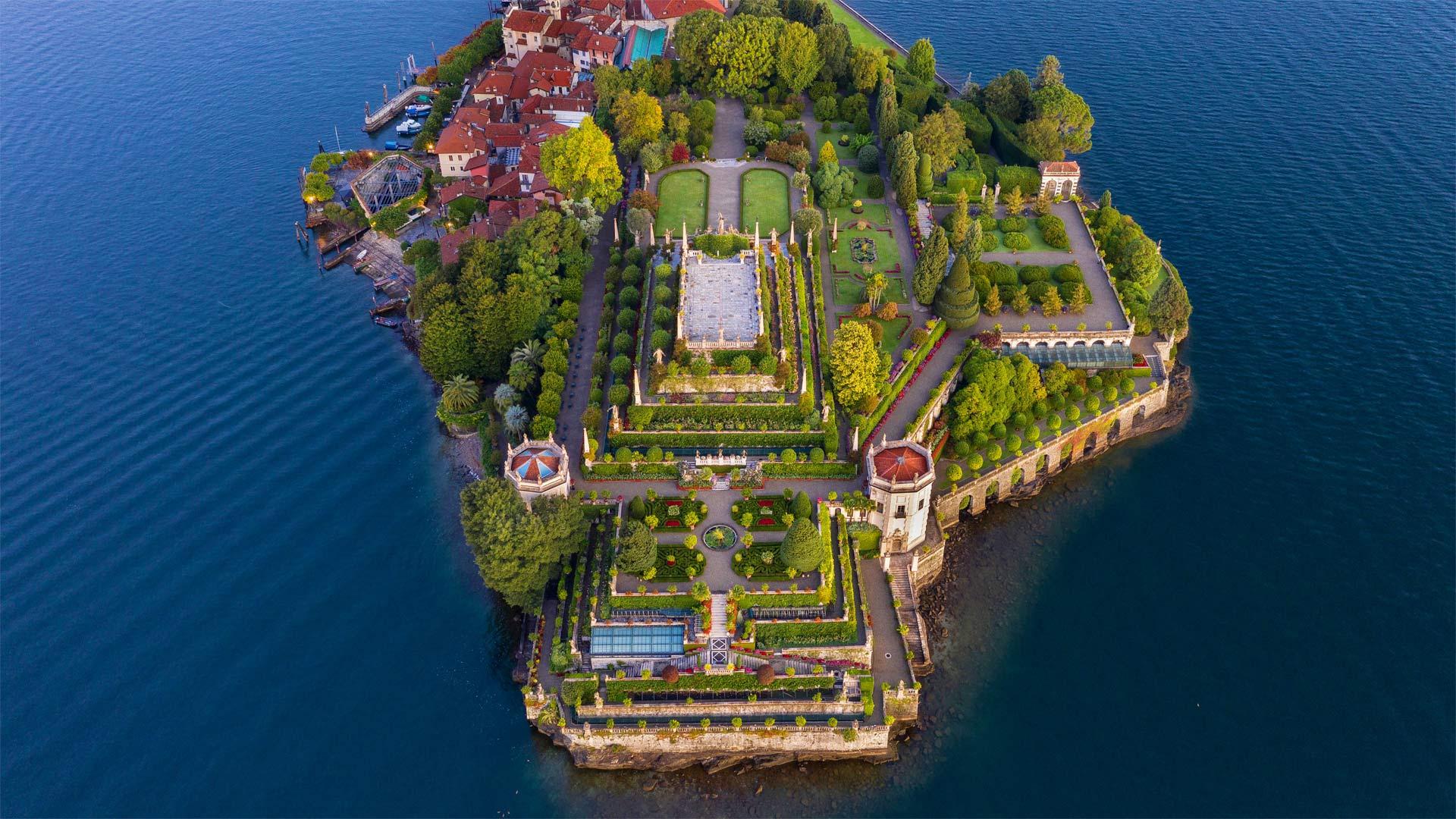 Isola Bella, Lake Maggiore, Piedmont, Italy (© Massimo Ripani/eStock Photo)(Bing United States)