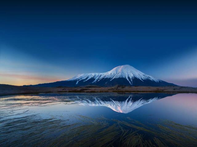 Tolbachik volcanic complex on the Kamchatka Peninsula, Russia (© Egor Vlasov/Shutterstock)