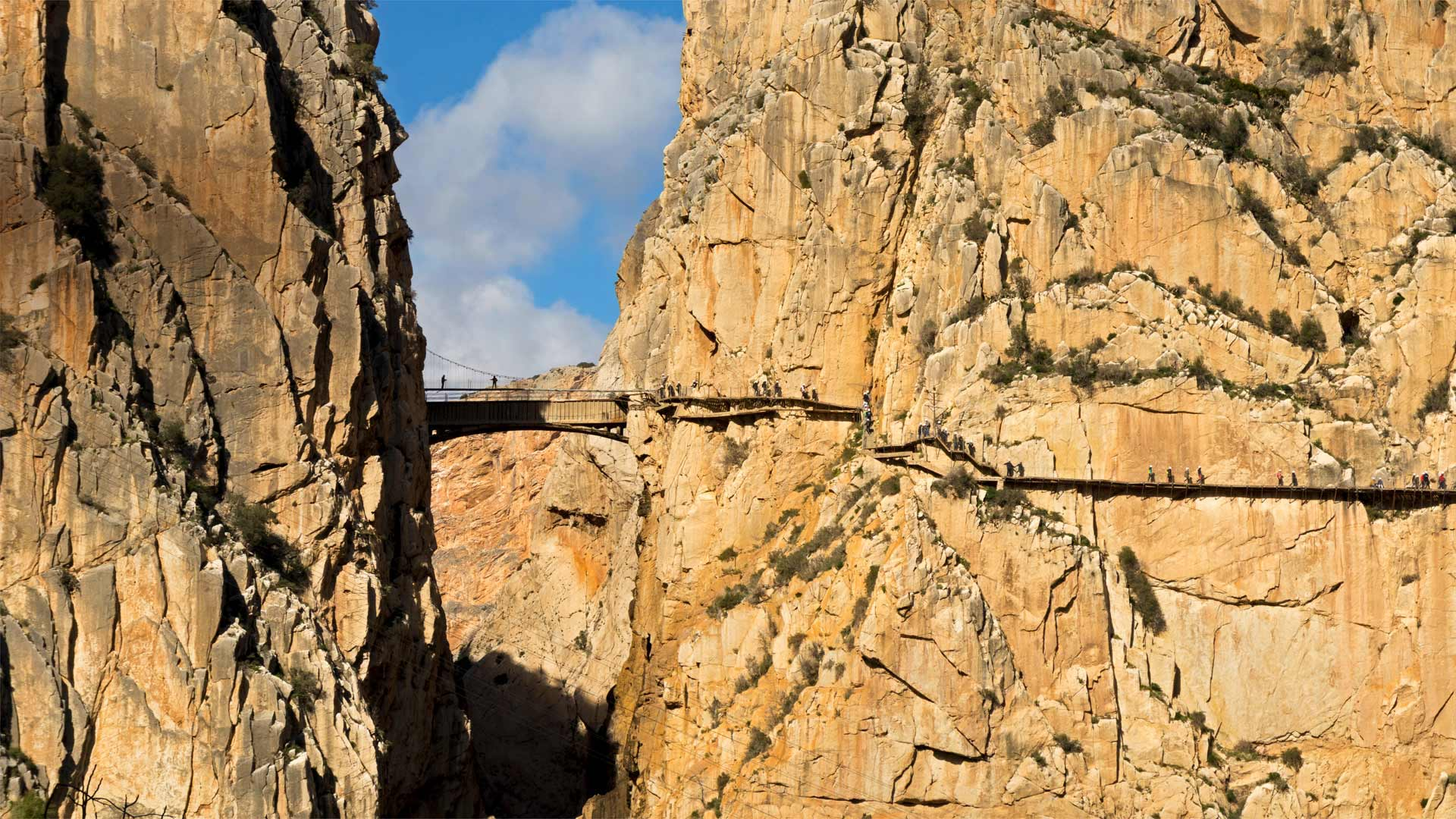 Visitors on El Caminito del Rey in the province of Málaga, Spain (© Ken Welsh/Alamy)(Bing United States)
