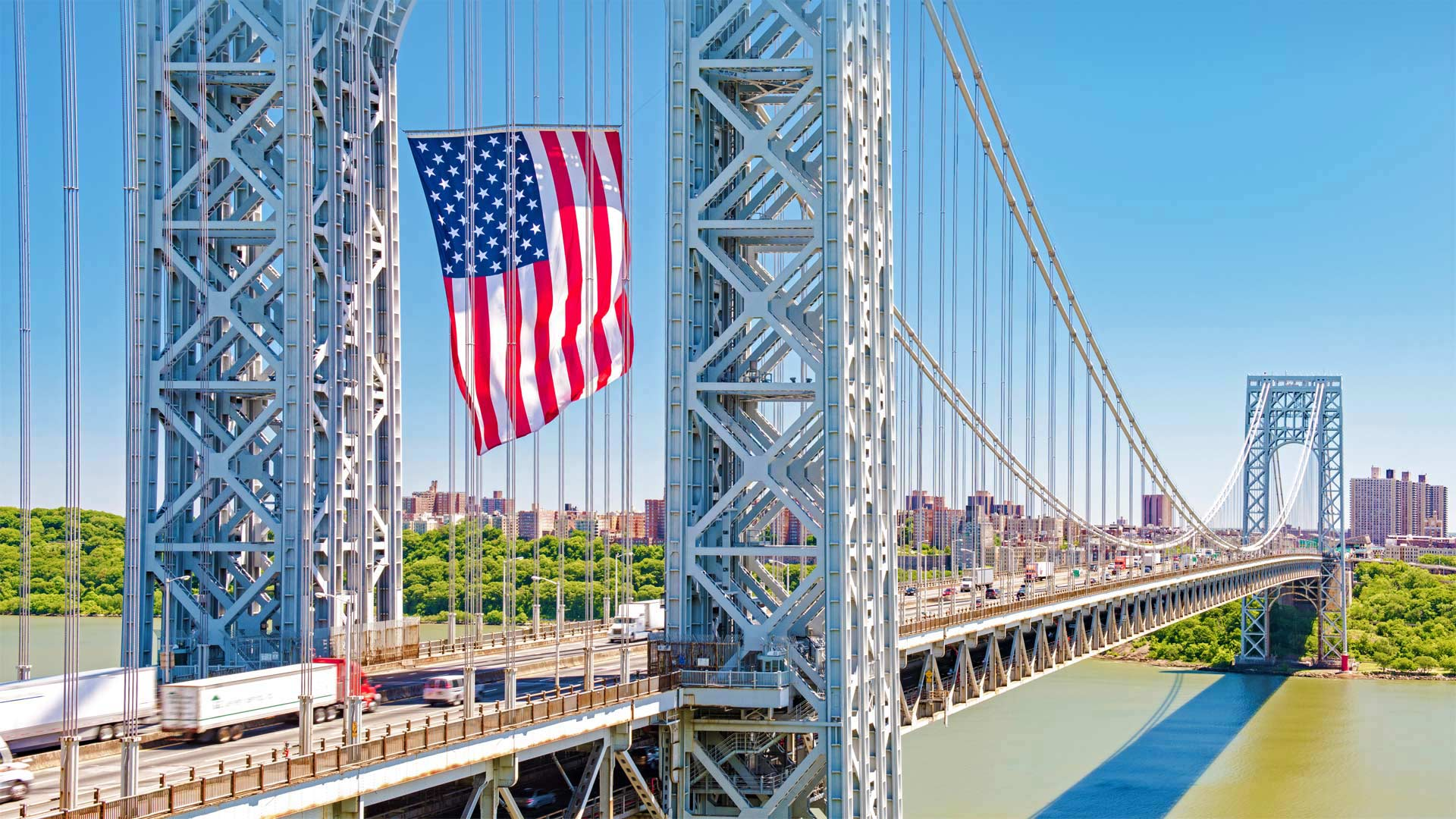 The George Washington Bridge displays the American flag in honor of Flag Day, June 14, 2016, Fort Lee, New Jersey (© Robert D. Barnes/Getty Images)(Bing United States)