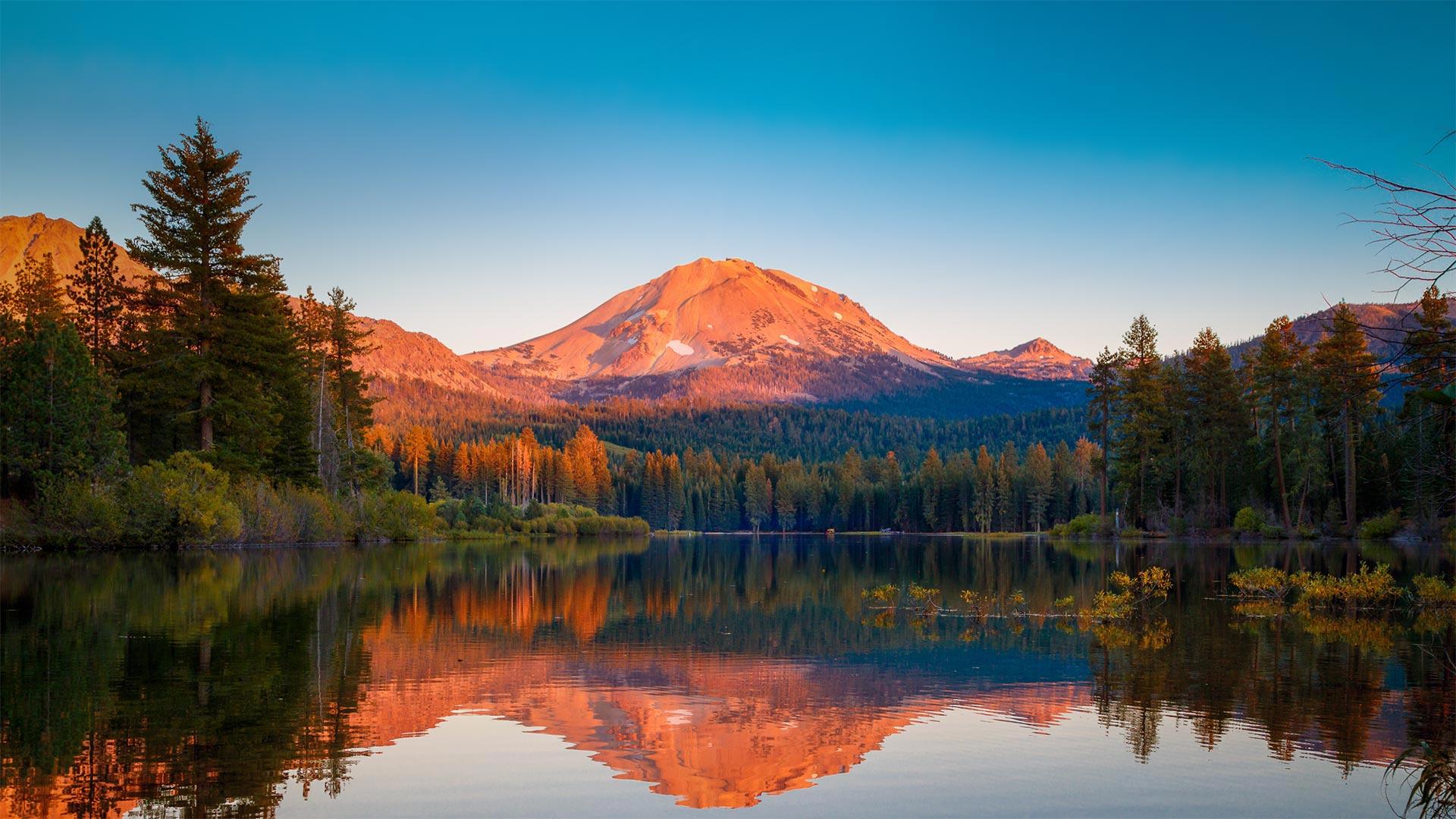 Lassen Peak in Lassen Volcanic National Park, California (© Engel Ching/Shutterstock)(Bing United States)