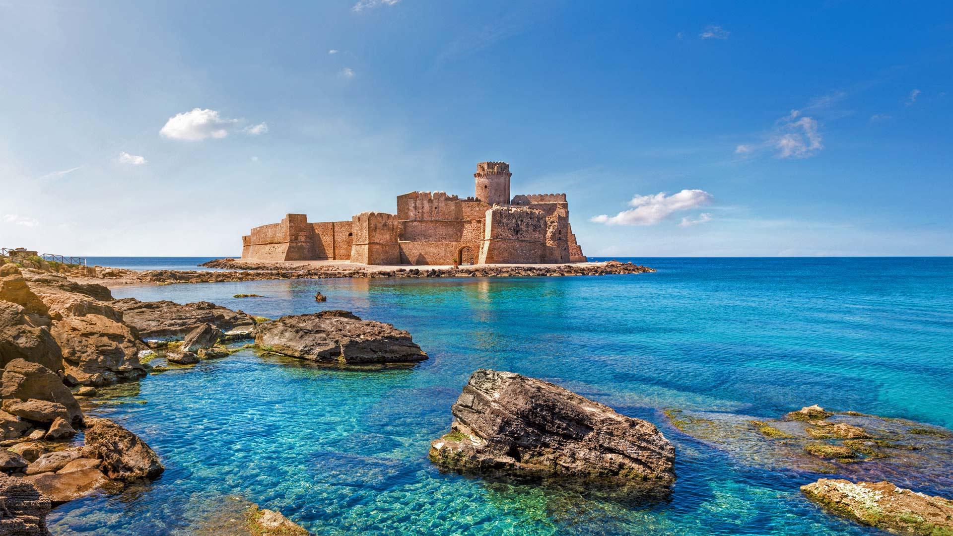 Le Castella at Capo Rizzuto, Italy (© mRGB/Shutterstock)(Bing United States)