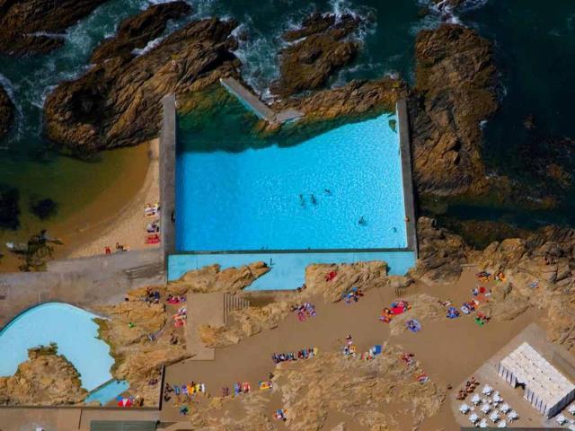 Tidal pools of Leça da Palmeira, Portugal (© Fernando Guerra/age fotostock)