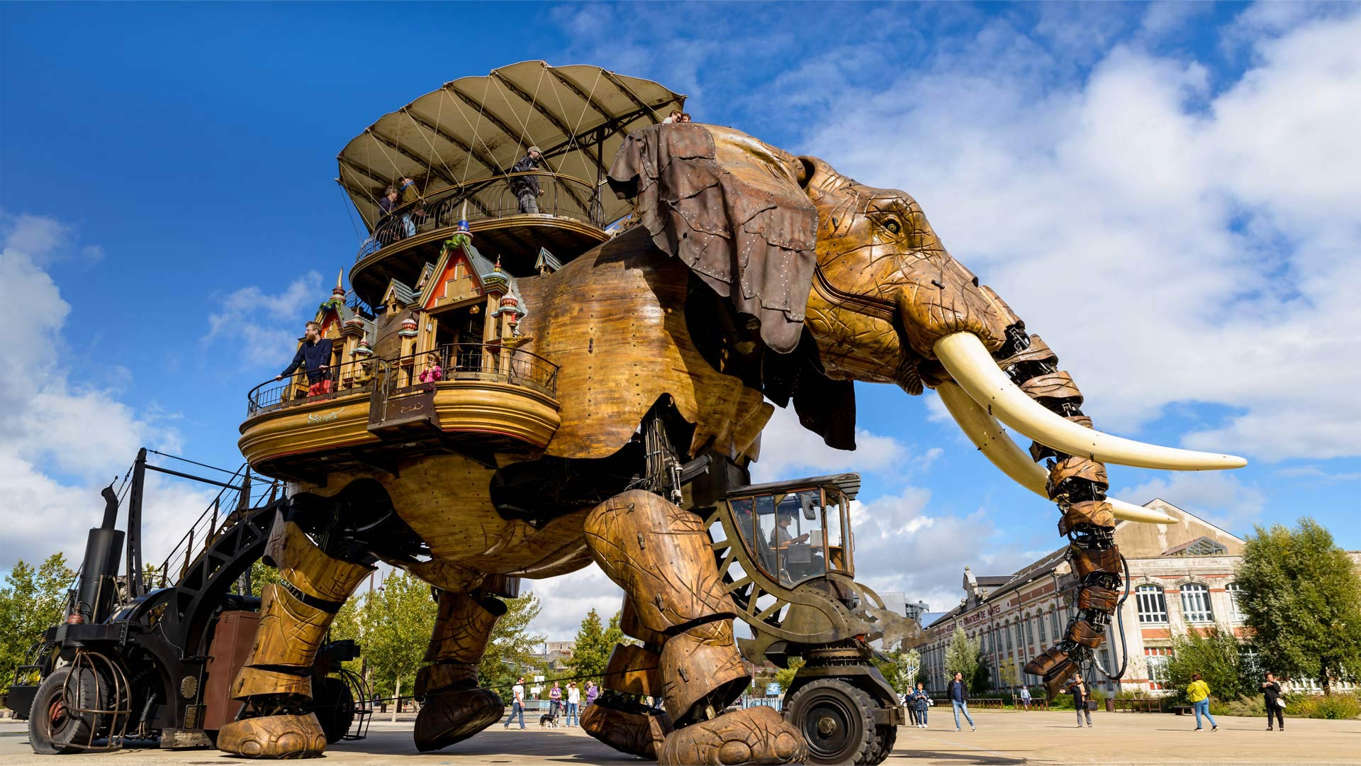 The Grand Éléphant at Machines of the Isle of Nantes, France (© Dutourdumonde Photography/Shutterstock)(Bing United States)