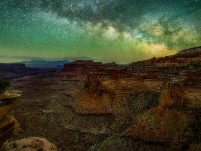 The Milky Way seen from Canyonlands National Park in Utah (© Cavan Images/Offset)