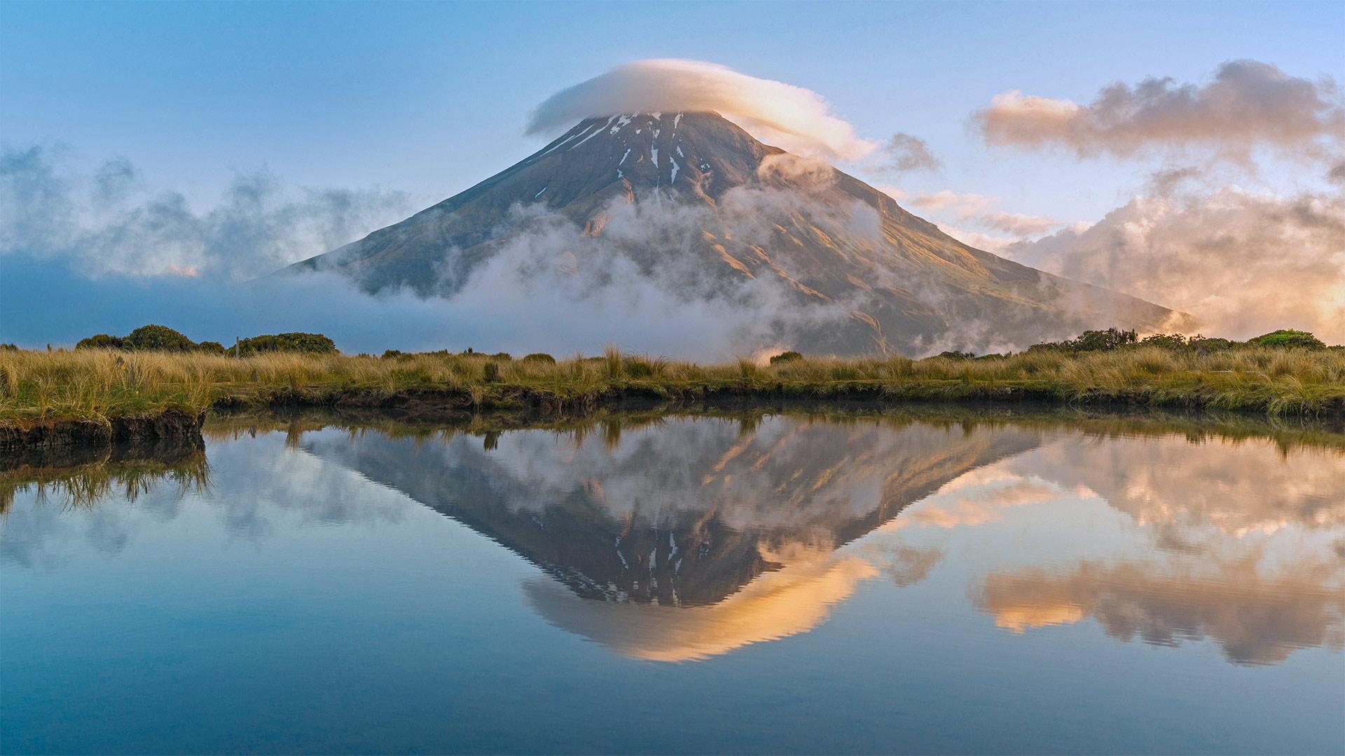「タラナキ山」ニュージーランド北島, エグモント国立公園 (© Francesco Vaninetti/plainpicture)