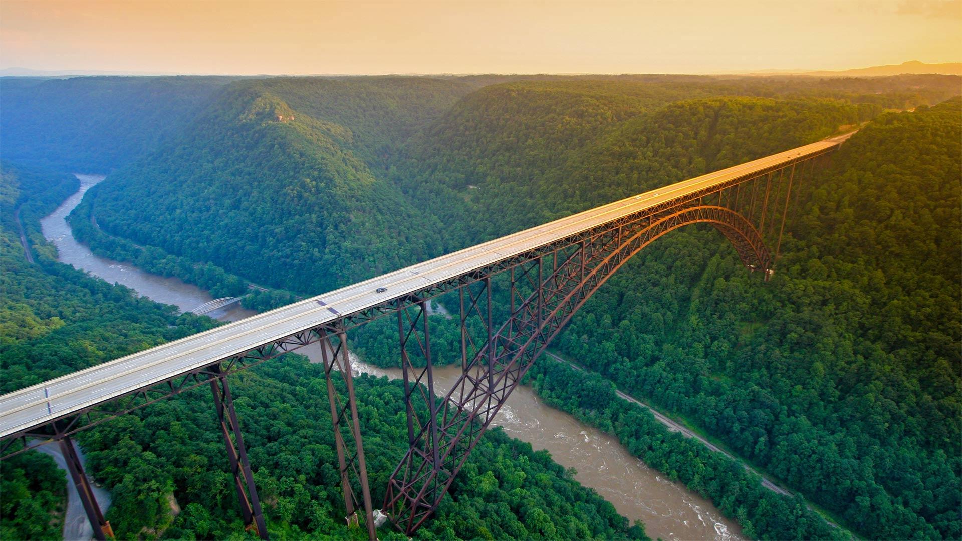 「ニュー川渓谷橋」米国, ウェストバージニア州 (© EntropyWorkshop/iStock/Getty Images Plus)