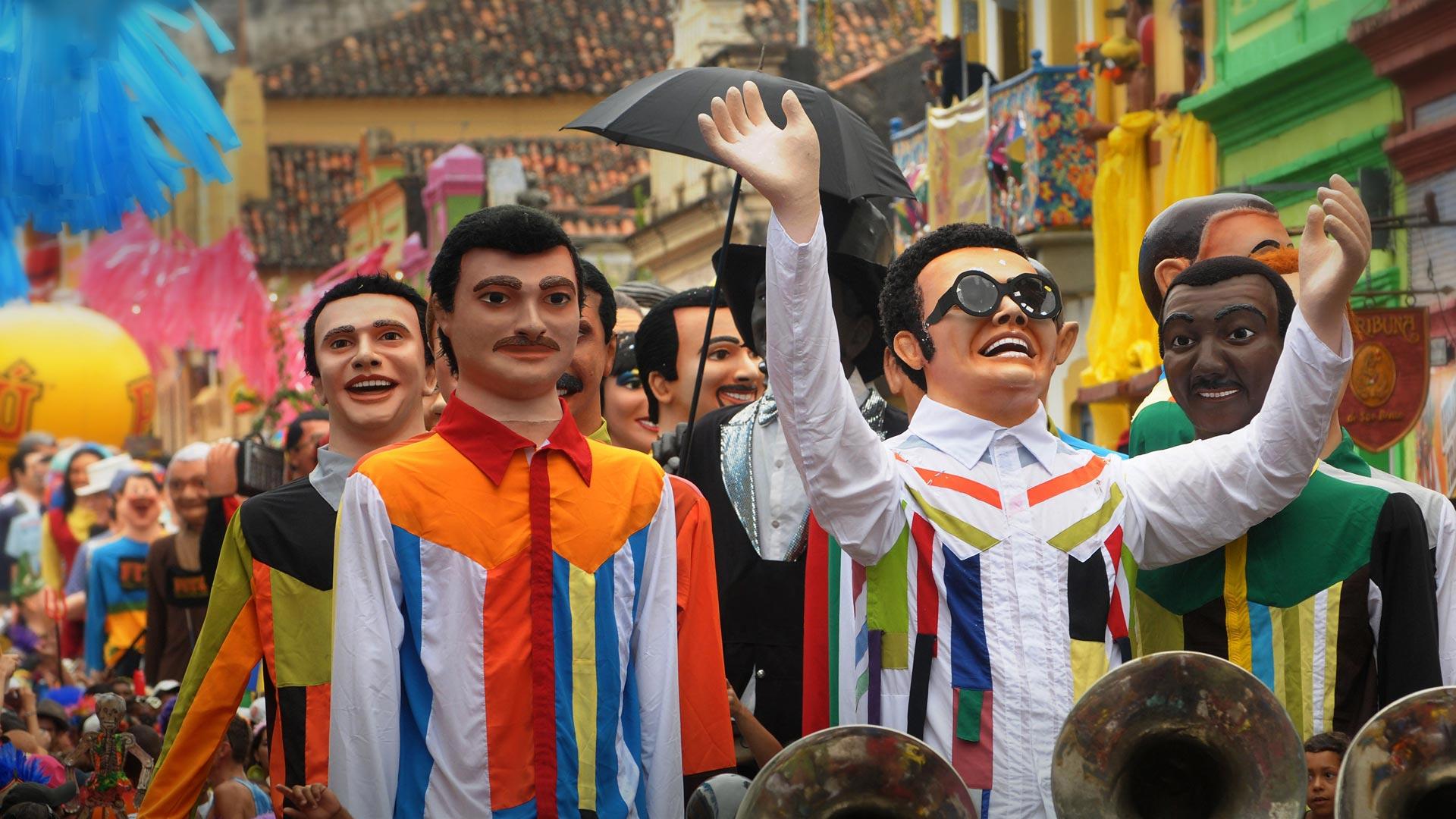 Marionnettes géantes au carnaval d'Olinda, Brésil (© Pulsar Imagens/Alamy)(Bing France)