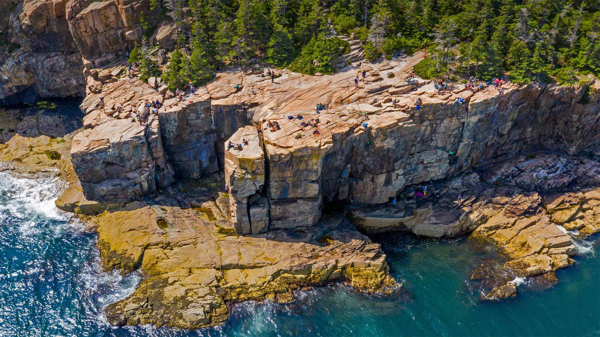 Otter Cliffs, Acadia National Park, Maine (© dbimages/Alamy)(Bing United States)