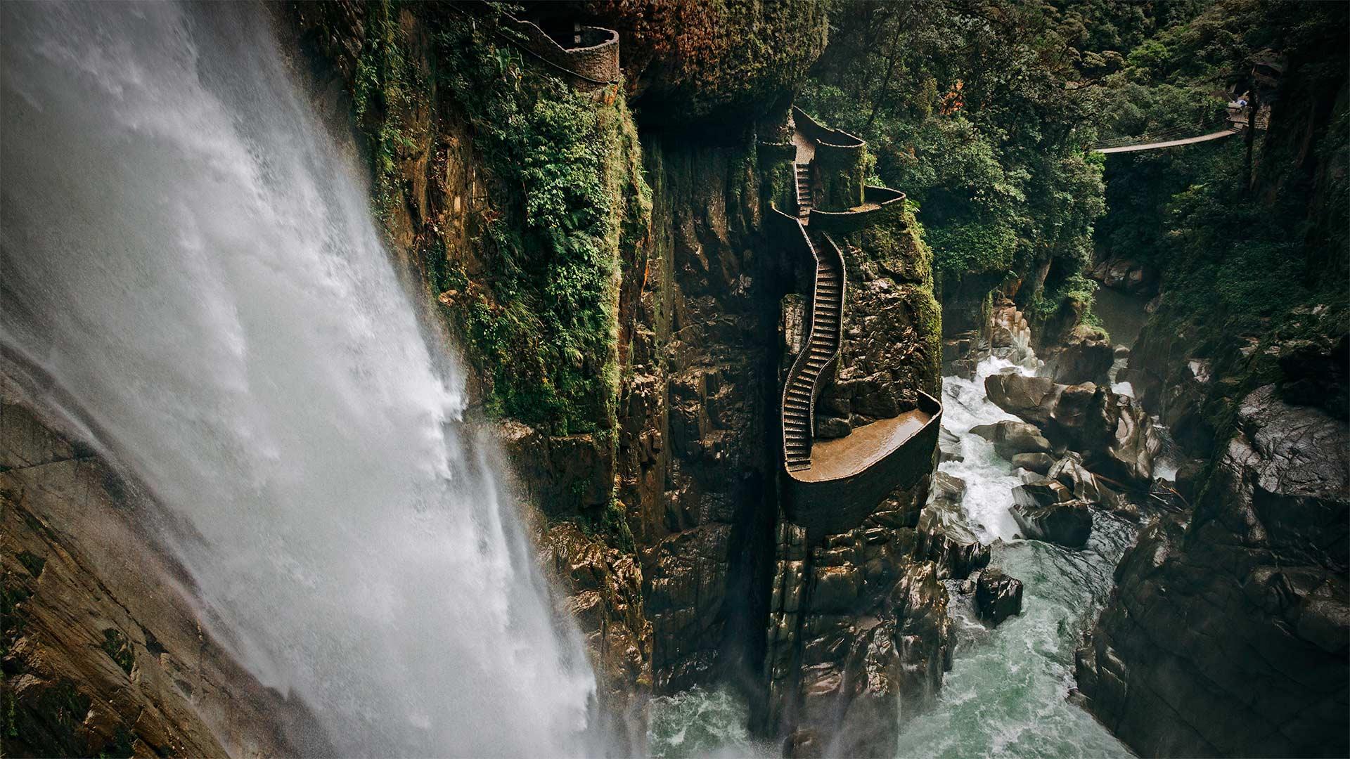 「アゴヤンの滝」エクアドル, パスタサ県  (© Laura BC/Getty Images)