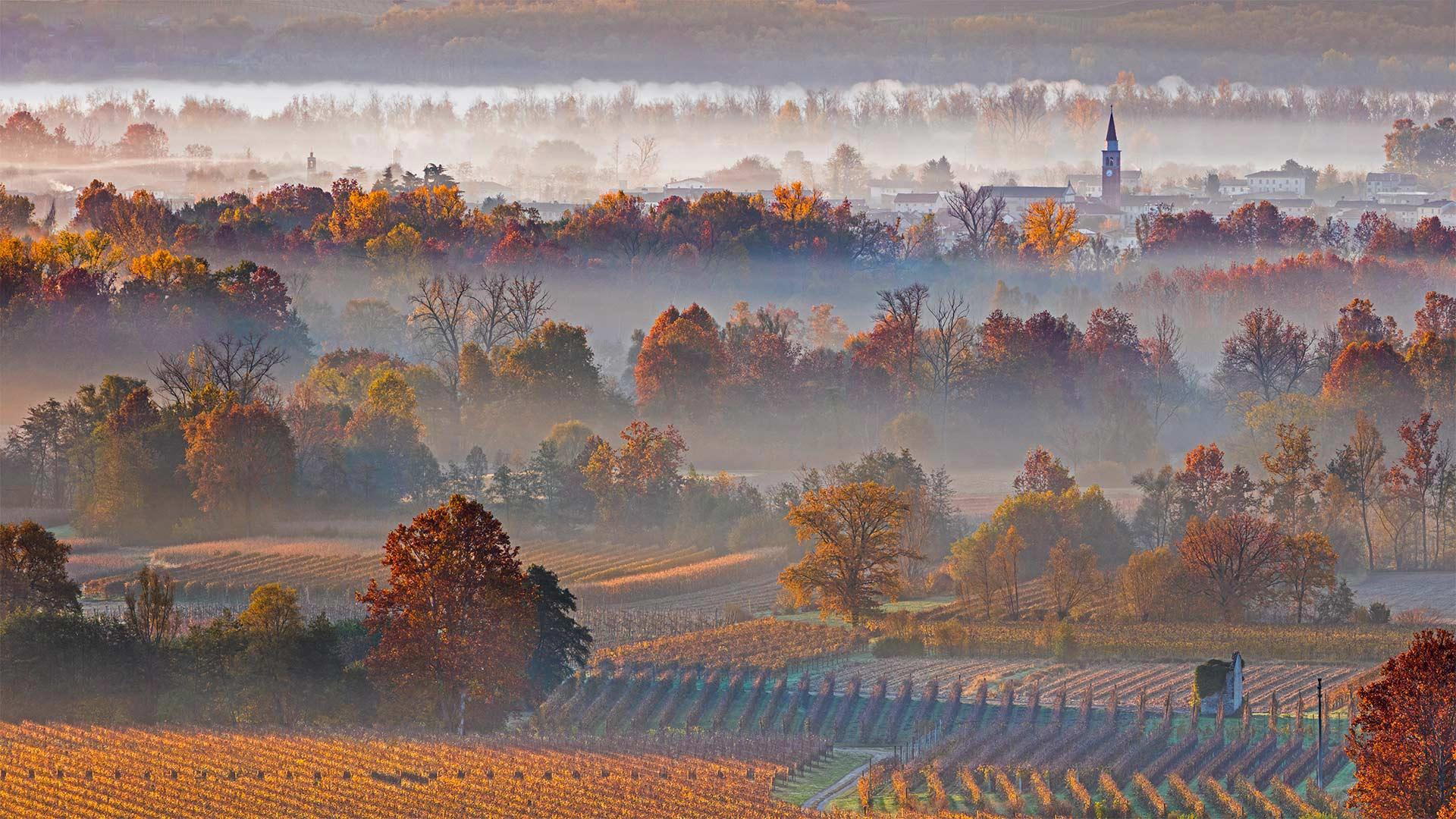 Farra di Soligo in the Prosecco Hills of Veneto, Italy (© Olimpio Fantuz/Sime/eStock Photo)(Bing United States)