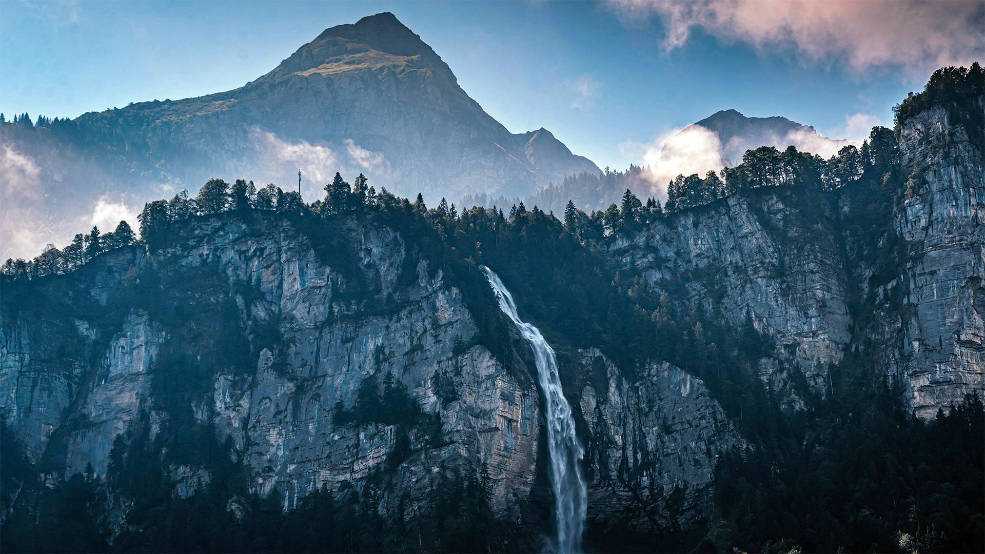 「ライヘンバッハの滝」スイス, ベルナー・オーバーラント (© Chris Milne/Alamy)