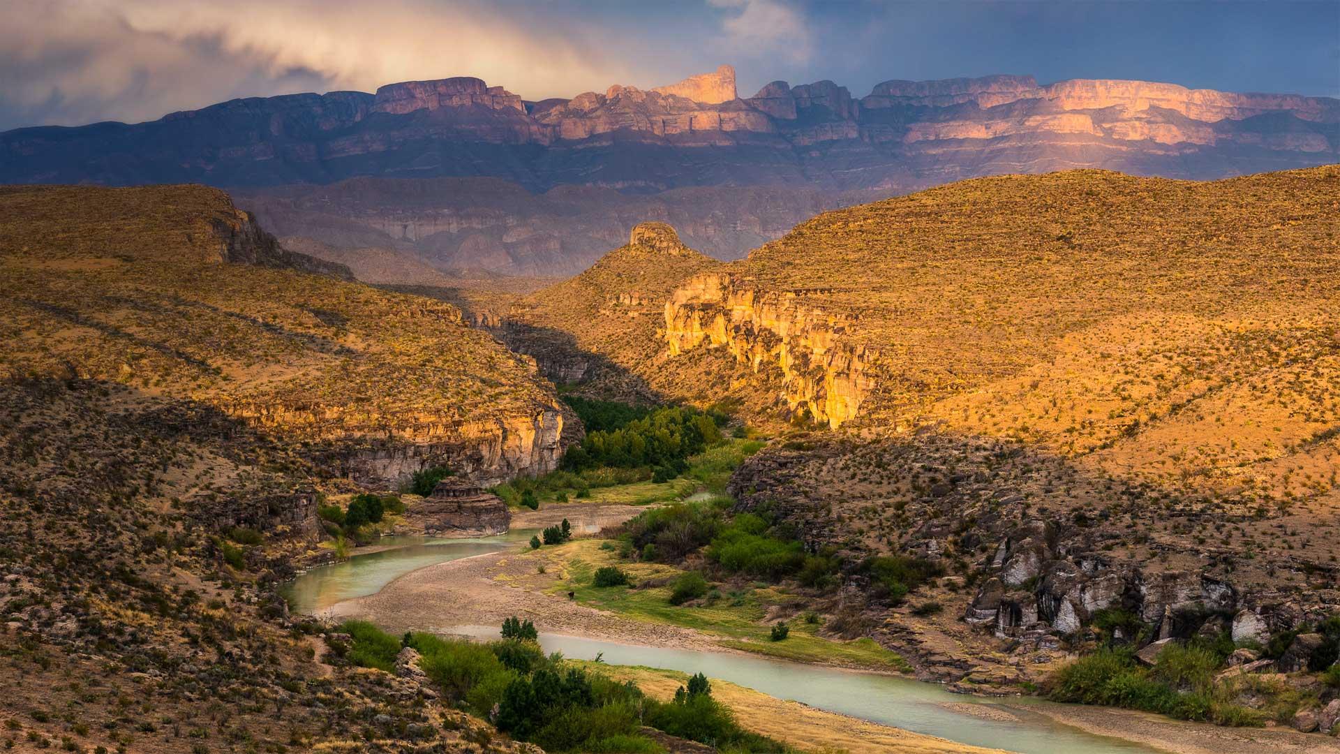 Rio Grande and Sierra del Carmen range in Big Bend National Park, Texas (© Grant Ordelheide/Tandem Stills + Motion)(Bing United States)