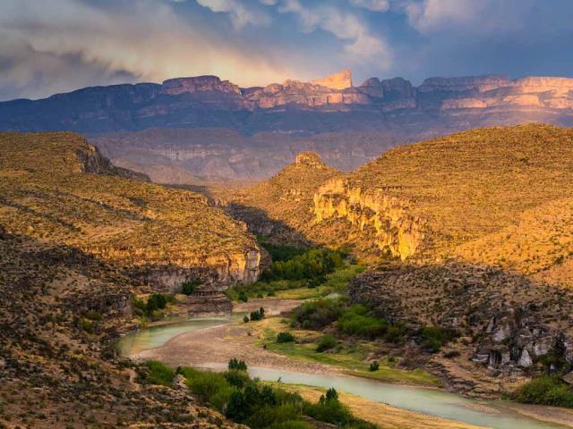 Rio Grande and Sierra del Carmen range in Big Bend National Park, Texas (© Grant Ordelheide/Tandem Stills + Motion)