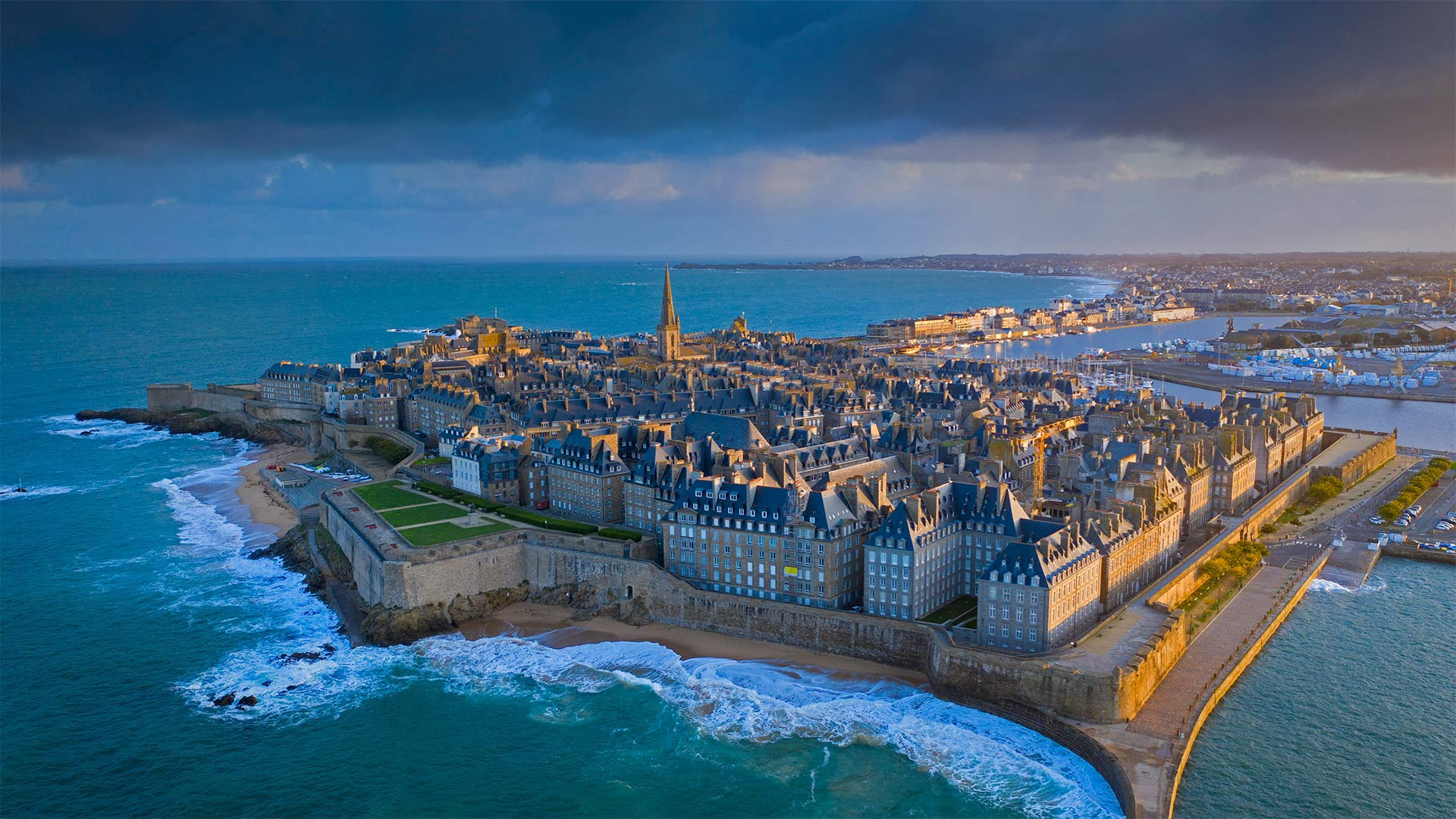 Saint-Malo in Brittany, France (© Mathieu Rivrin/Moment/Getty Images)(Bing United States)