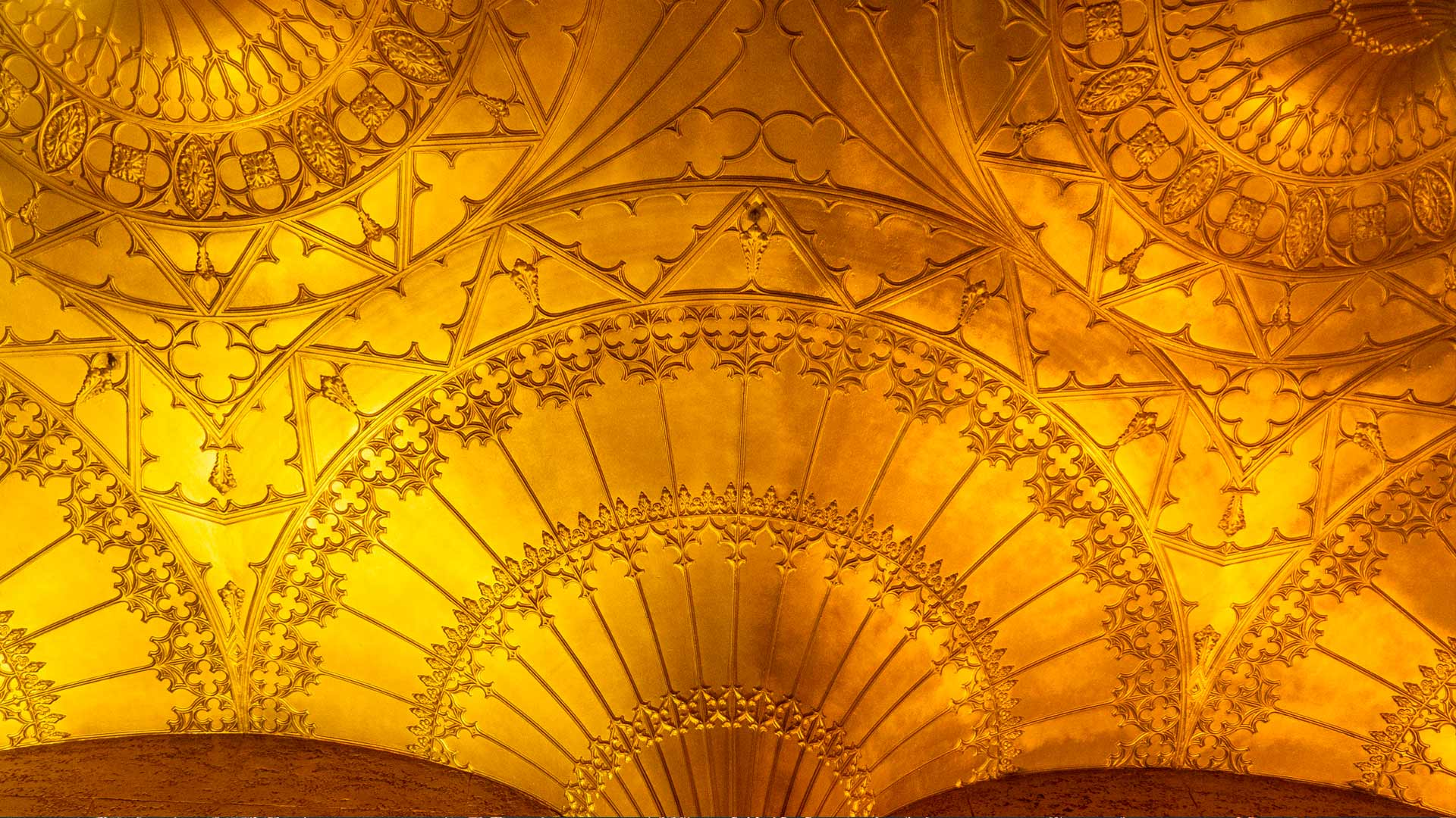 Fan vaulted ceiling of the foyer of the State Theatre, Sydney (© domonabike/Alamy Stock Photo)