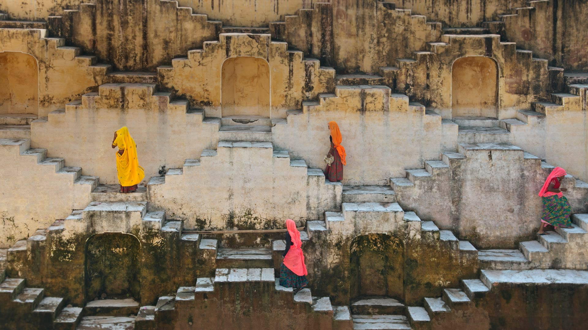Women climbing a stepwell near Amber Fort in Jaipur, Rajasthan, India (© Shanna Baker/Offset)(Bing United States)