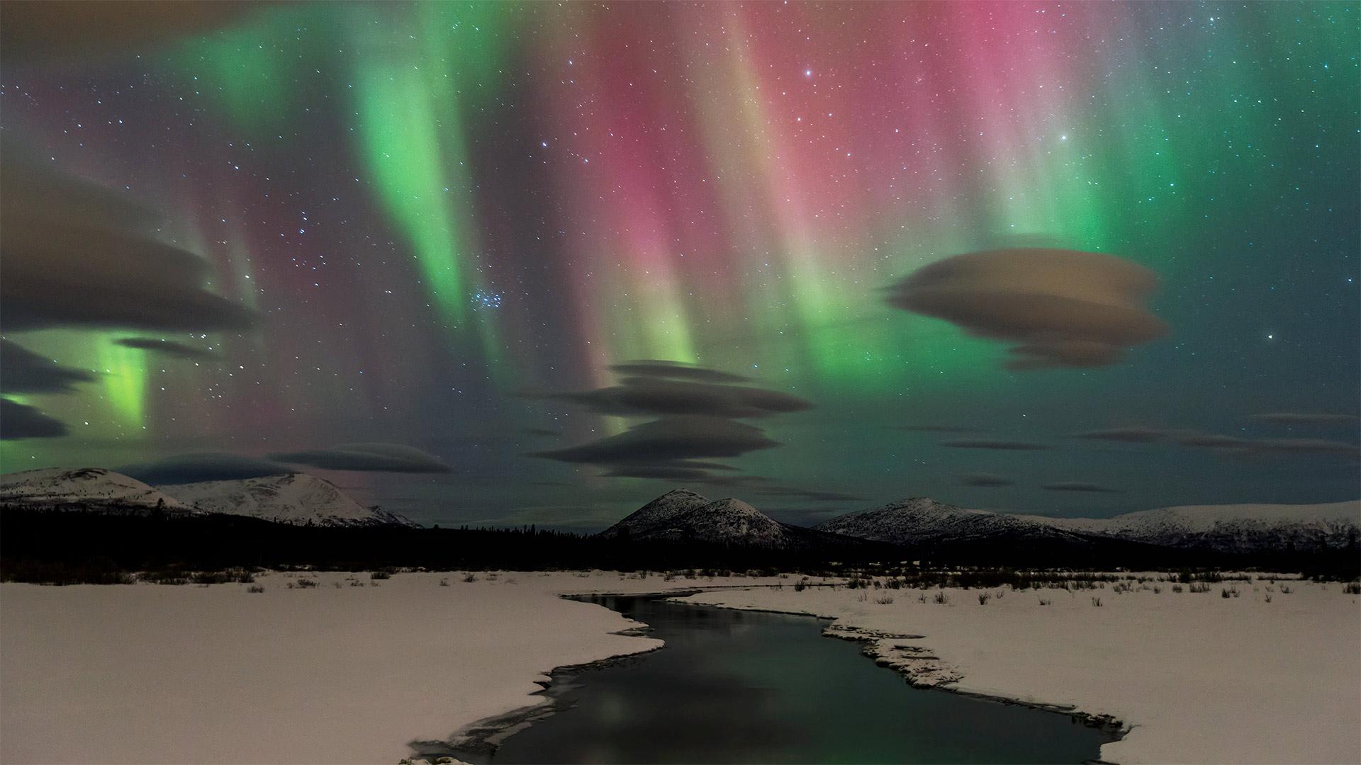 「オーロラ」カナダ, ユーコン準州 (© Design Pics/Danita Delimont)
