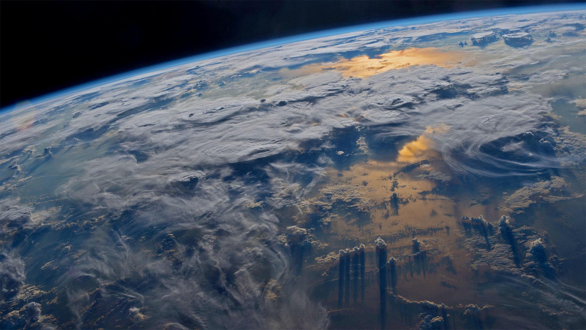 「国際宇宙ステーションから見た地球」 (© Jeff Williams/NASA)
