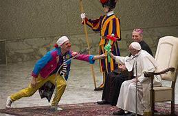 Résultat d'images pour image des spectacles au pape au vatican