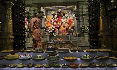 Bildergebnis für offering food to krishna