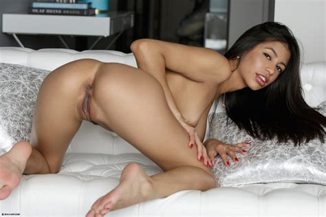 X women naked-subralarla