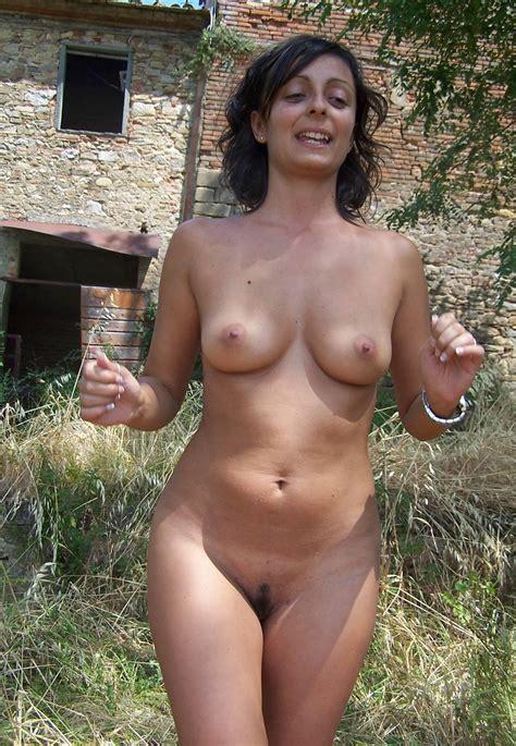 Real amateur naked women-emgetrato