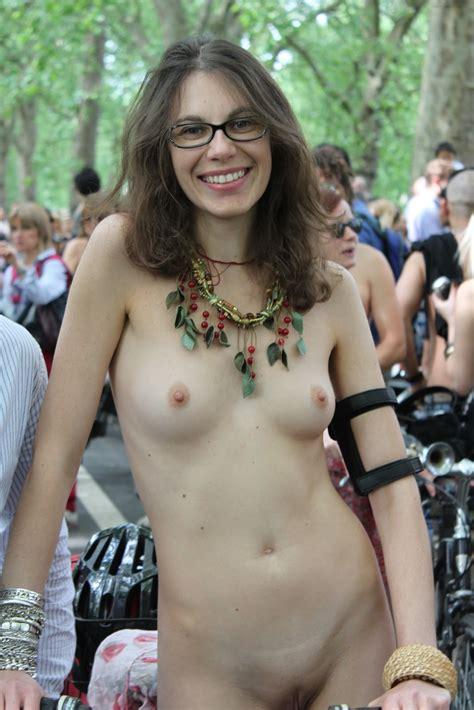 Naked dildo ride-izsurhavers