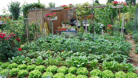 Résultat d'images pour images d'un jardin potager