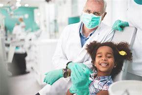 Resultado de imagem para medica eatende crianças