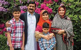 Risultato immagine per foto malala e famiglia