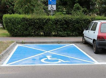 Obraz znaleziony dla: Niebieskie miejsce parkingowe  obrazy