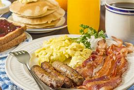 Résultat d'images pour saucisse bacon scrambled eggs