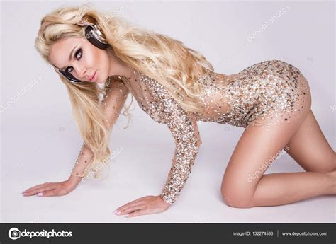 Beautiful sexy blonde women-techipufmae