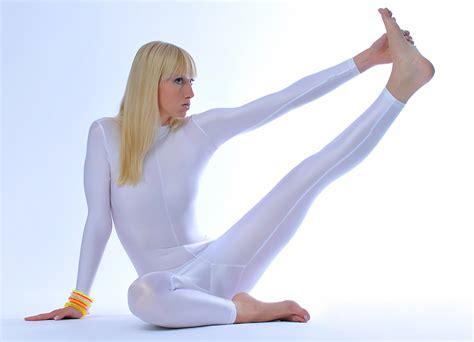 Naked yoga workout-rebuwanme
