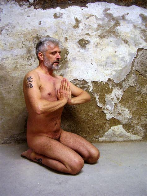 Nude model yoga-aralexob