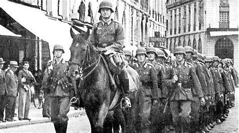 Resultado de imagen de imagenes de ejercito sacando jovenes de sus casa para la guerra