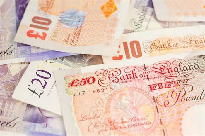 Pound Sterling Price News and Forecast: GBP/USD trades below 1.3800