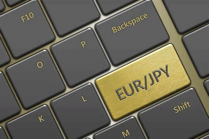 EUR/JPY set to recapture the current June high at 134.21 – Commerzbank