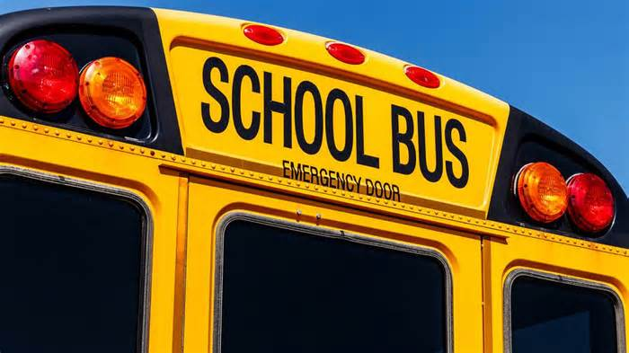 Teen killed after truck strikes bus full of middle schoolers, Mississippi cops say
