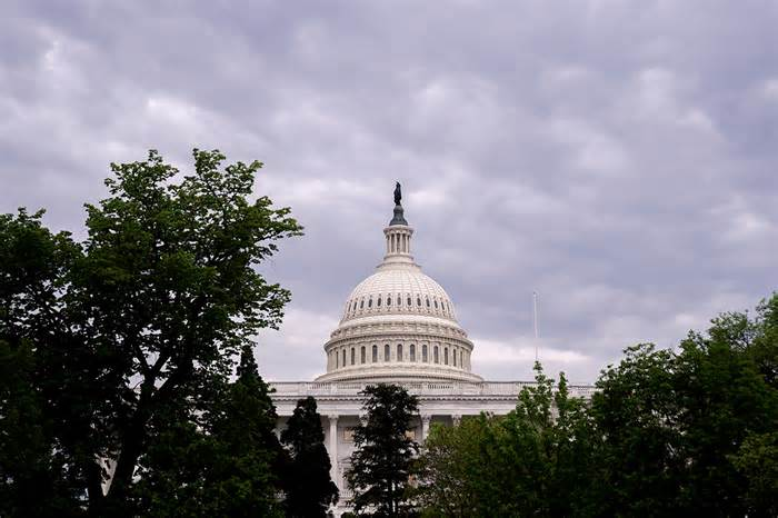 Got to get everybody in the tent: Dems power toward narrowed deal