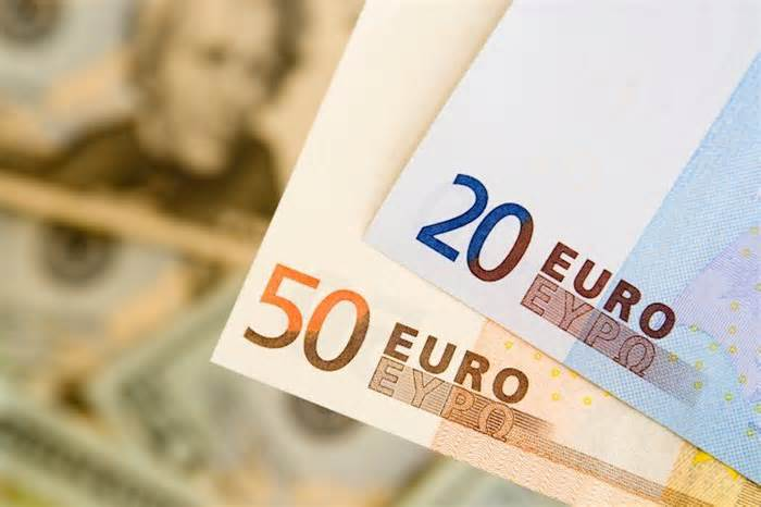 EUR/USD outlook: Bulls are holding in extended consolidation under pivotal Fibo barrier